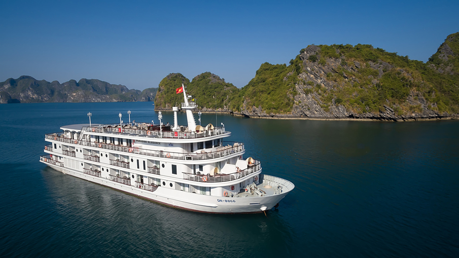 Paradise Elegance Cruise (strongly recommended - Discovering Ha Long Bay)